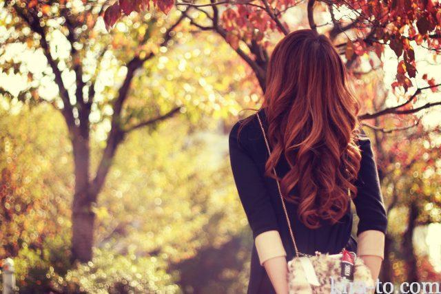 秋うつの女性