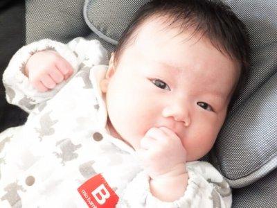 母乳育児の赤ちゃん