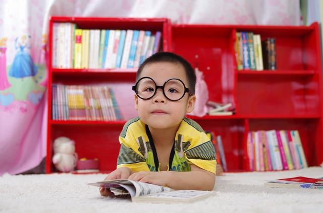 メガネをした子供