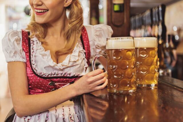 ビールと女性